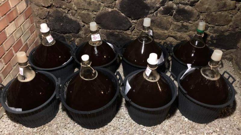 Hungary sản xuất rượu vang đắt nhất thế giới như thế nào?