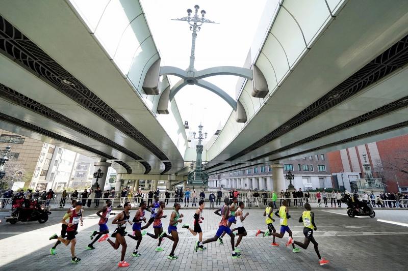 Thường có 35.000 vận động viên tham dự Tokyo Marathon, hôm nay chỉ có 300