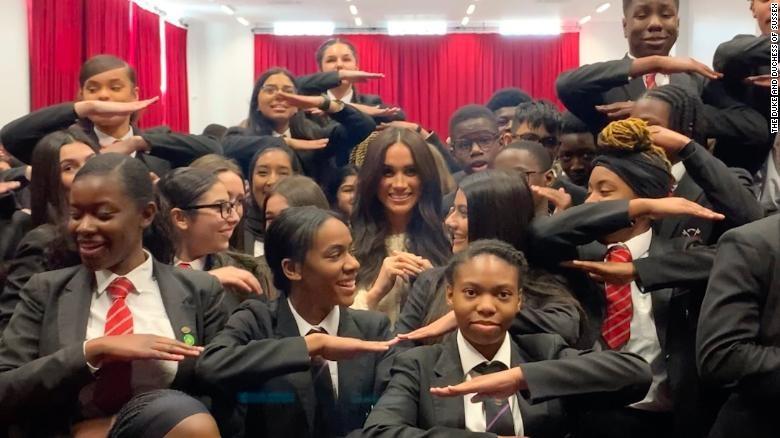 """Meghan nói sinh viên London """"lên tiếng"""" vì quyền của phụ nữ"""