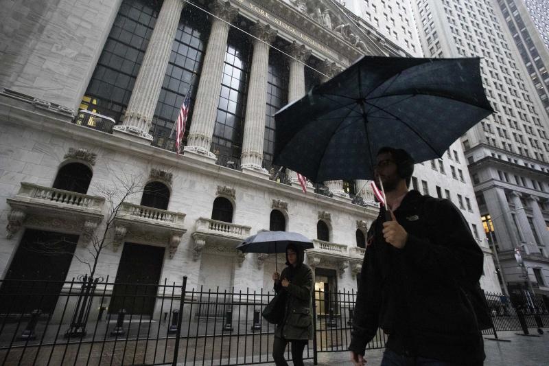 Thị trường mở cao hơn sau việc bán tháo, tồi tệ nhất kể từ năm 1987