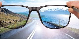 Bạn có đeo kính áp tròng không? Bạn nên chuyển sang đeo kính để ngăn chặn virus