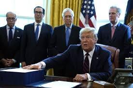 Tổng thống Trump ký gói kích thích lịch sử trị giá  2 nghìn tỷ đô la