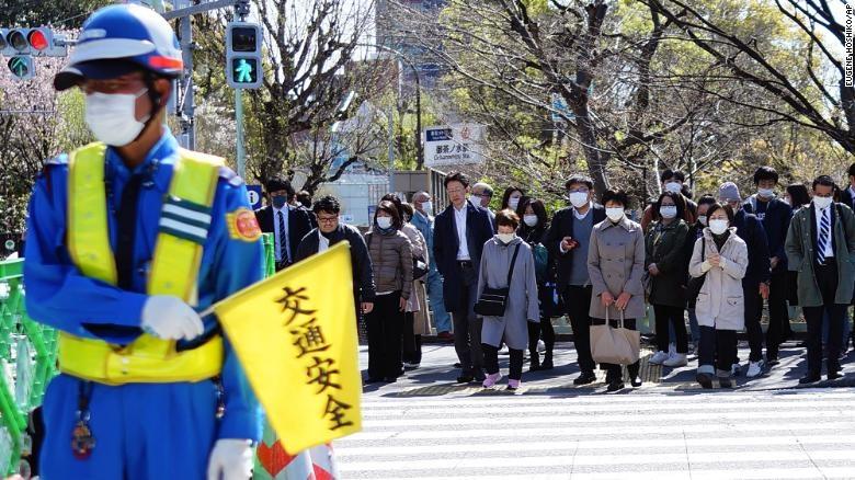 Ngay cả trong đại dịch coronavirus, người Nhật có khả năng sẽ không ở nhà cho đến khi Shinzo Abe ra lệnh