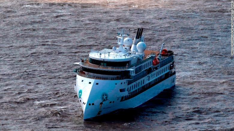 Hành khách được sơ tán khỏi tàu du lịch Nam Cực sau khi gần 60% thành viên xét nghiệm dương tính với coronavirus