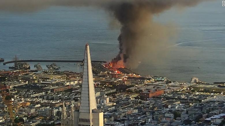 Một trận hỏa hoạn lớn đã phá hủy một phần tư Cầu tàu 45 tại San Francisco