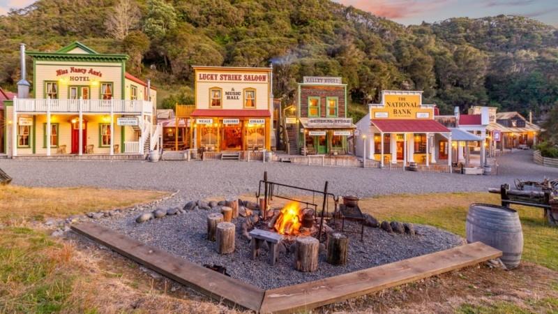 Một thị trấn Wild West được rao bán với giá 7,5 triệu đô la ở New Zealand