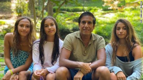 Tiến sĩ Sanjay Gupta: Tại sao tôi không cho con đi học lại ở trường?