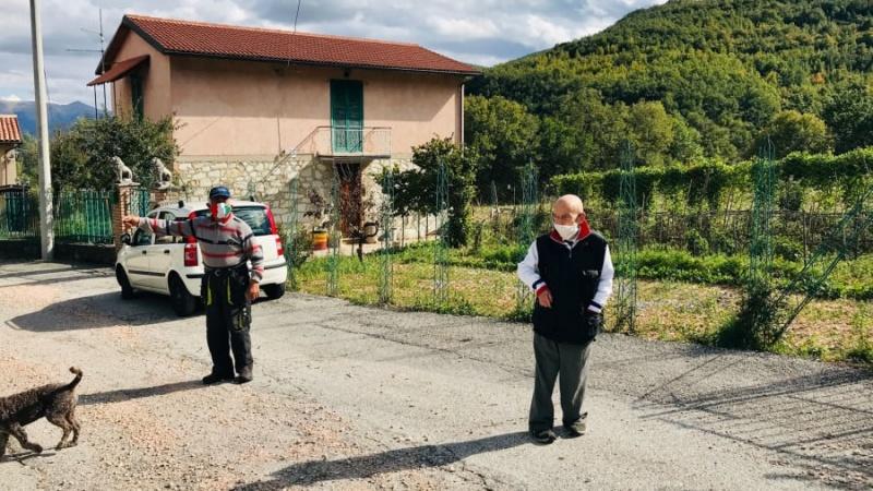 Thị trấn ở Ý này chỉ có hai cư dân, nhưng họ luôn luôn đeo khẩu trang