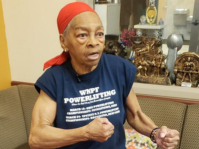 Cụ bà 82 tuổi đầy sức mạnh