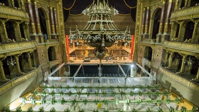 Bên trong dự án cải tạo hàng triệu đô nhà hát lớn của Hungary .