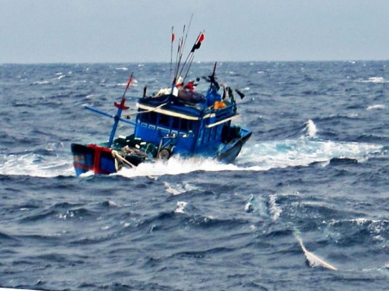 Thanh Hóa: Cứu hộ thành công 6 thuyền viên gặp nạn trên biển do tàu chìm