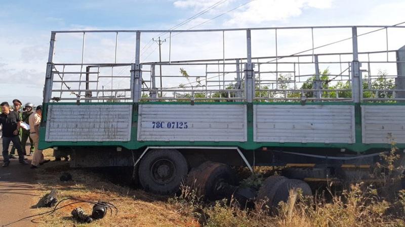 Gia Lai: Xe tải gãy trục tông xe máy, 3 người tử vong