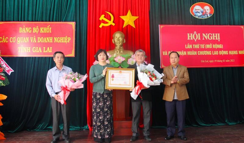 Gia Lai: Đảng ủy Khối các Cơ quan và Doanh nghiệp tỉnh đón nhận Huân chương Lao động hạng nhì