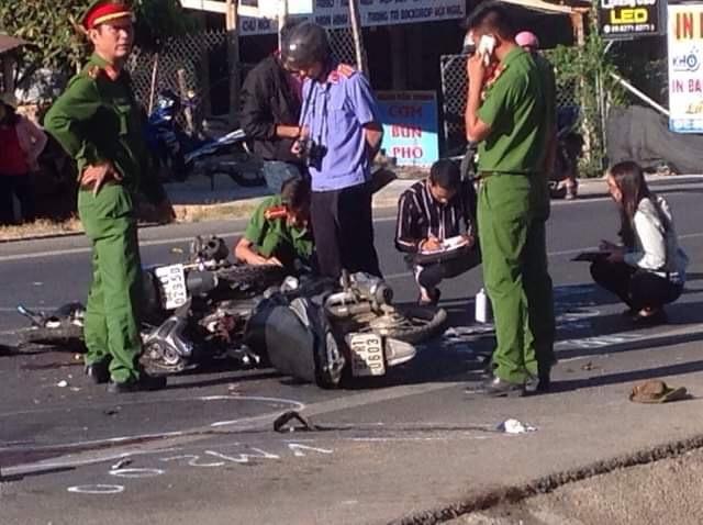 Kon Tum:  Xe máy 'đấu đầu', một chết, một nguy kịch.