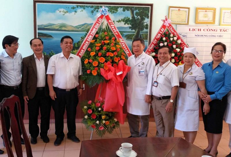 Lãnh đạo tỉnh Gia Lai thăm và chúc mừng Ngày Thầy thuốc Việt Nam
