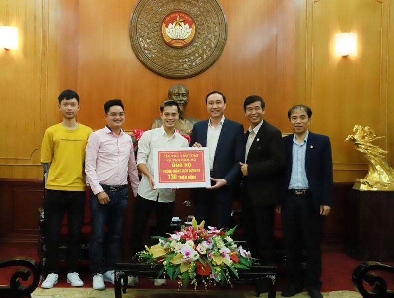 Cầu thủ ĐTVN và HAGL Văn Toàn ủng hộ 130 triệu đồng cho quỹ phòng chống Covid-19