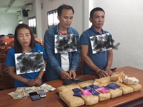 Bắt 03 đối tượng vận chuyển trái phép 60.000 viên ma túy tổng hợp từ Lào về Việt Nam