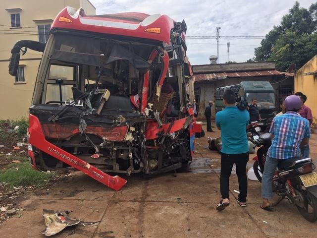 Gia Lai: 02 xe khách giường nằm tông nhau, 7 người bị thương