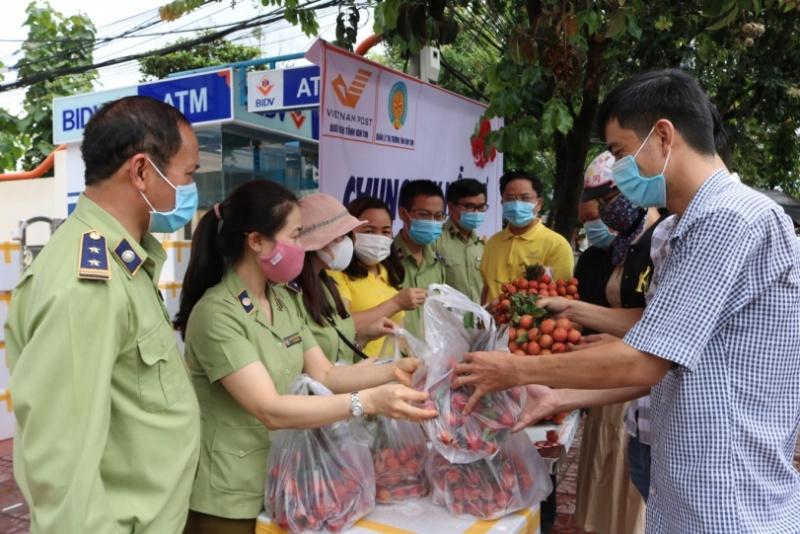 Kon Tum:Hỗ trợ nông dân Bắc Giang tiêu thụ vải thiều