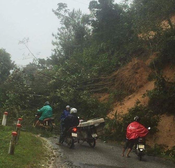 Kon Tum: Quốc lộ 40B sạt lở liên tục đoạn qua huyện Tu Mơ Rông
