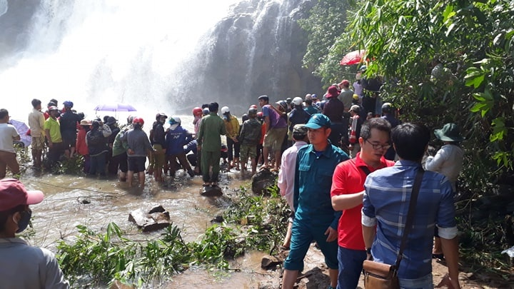 Tìm thấy thi thể 3 thanh niên mất tích khi tắm thác ở Gia Lai