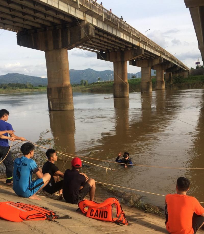 Kon Tum: Tai nạn tại sông ĐăkBla, thi thể bé gái vẫn chưa được tìm thấy