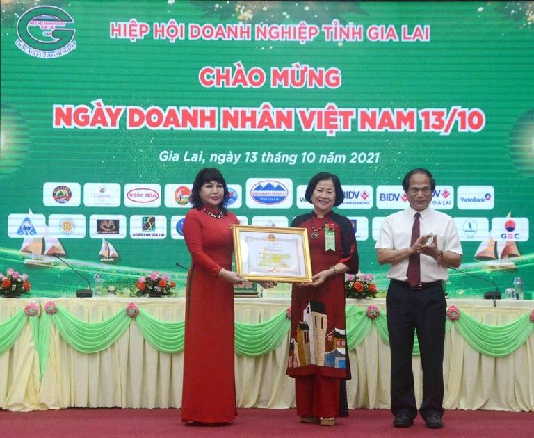 Gia Lai: Doanh nhân Nguyễn Thị Sen tái đắc cử Chủ tịch Hiệp hội Doanh nghiệp tỉnhlần thứ III.