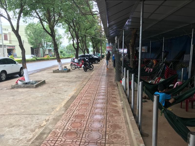 """Cho sử dụng vỉa hè trước cổng BV tỉnh Gia Lai buôn bán: Sau vài tháng thí điểm đã """"chết yểu""""!"""