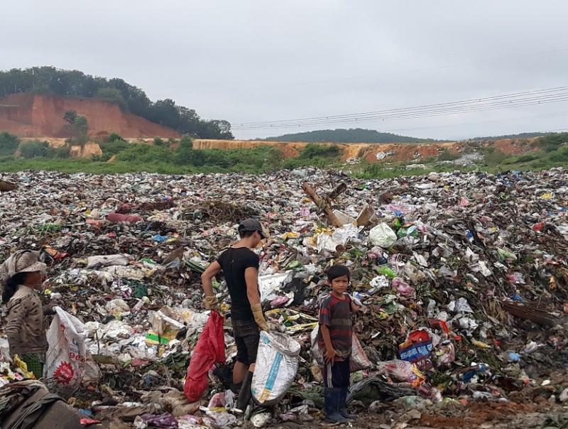 Kon Tum: Phận nghèo cơ cực mưu sinh nơi bãi rác