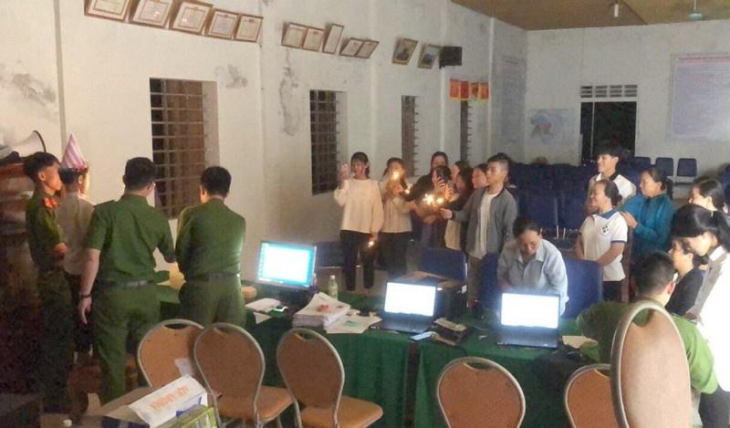 Hà Tĩnh: Cậu bé đi làm căn cước công dân và sinh nhật bất ngờ lúc nửa đêm