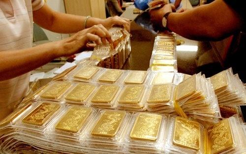 Giá vàng hôm nay 16/1: Đô la Mỹ xuống mức thấp nhất 3 năm, vàng leo lên đỉnh cao mới