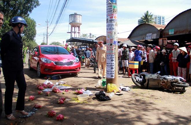 Cô gái lái ôtô lao vào chợ, tông 1 người chết: Nghi do đạp nhầm chân ga khi phanh