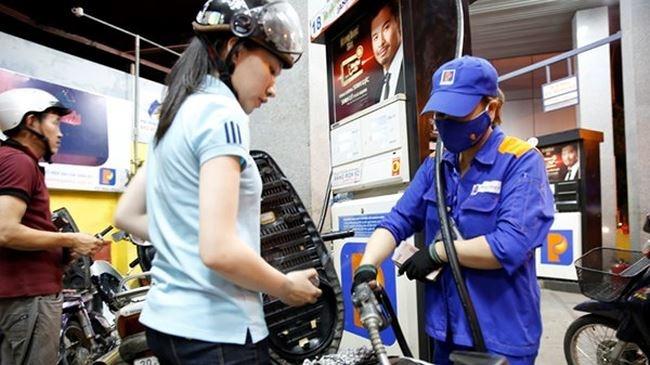 Giá xăng E5-RON92 tăng 429đ/lít, A95 vẫn để doanh nghiệp định giá