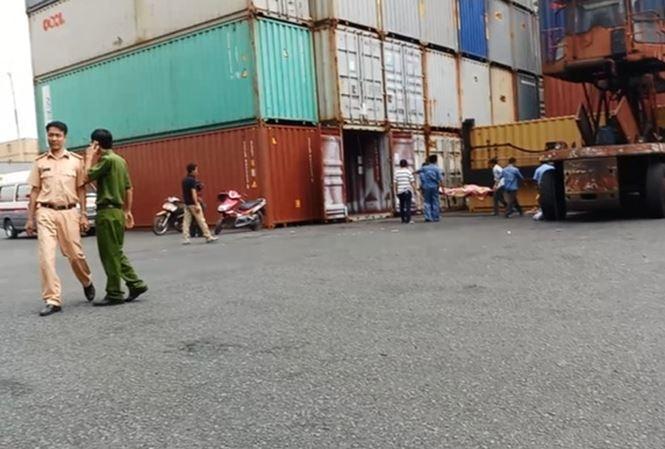 TPHCM: Đứng trong cảng, người đàn ông bị thùng container chèn ép tử vong