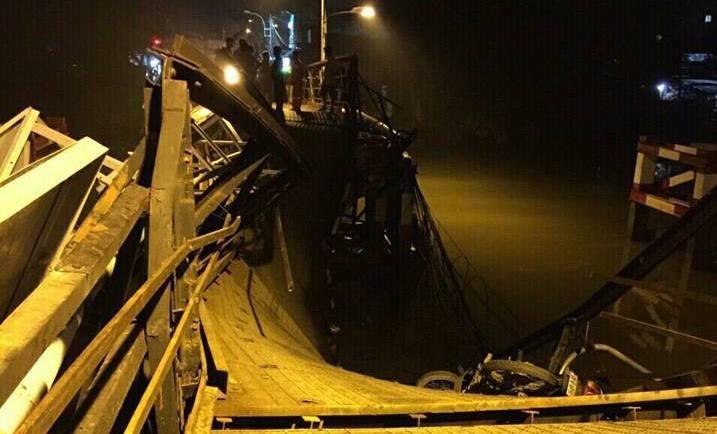 Xe ben chở  gấp 5 lần trọng tải làm sập cầu Long Kiển