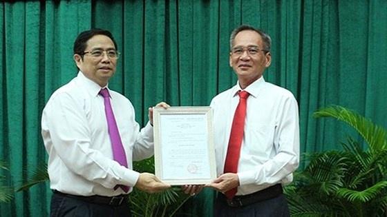 Trao quyết định chuẩn y chức danh Bí thư Tỉnh ủy Hậu Giang cho ông Lữ Văn Hùng