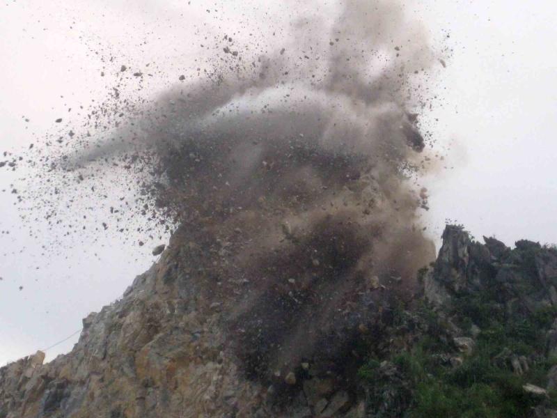 Vụ nổ mìn phá đá khiến 2 ngưởi tử nạn ở Đắk Nông: Bài học về quản lý khai thác đá và vật liệu nổ