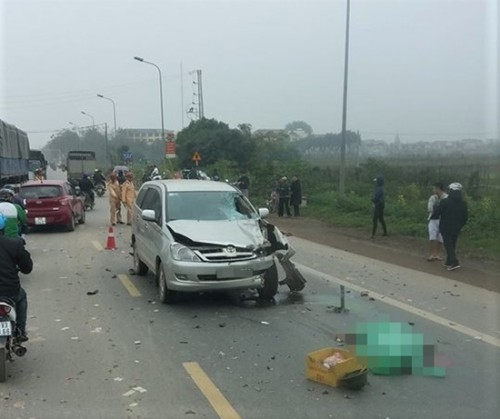 Hà Nội: Ô tô 7 chỗ tông trực diện vào xe máy ngược chiều, 2 người tử nạn