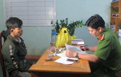 Đắk Lắk: Bắt thanh niên 19 tuổi tự chế tạo thuốc nổ rồi rao bán trên Facebook