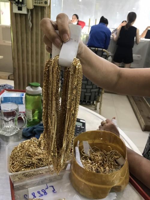 Quảng Nam: Phát hiện 2 đối tượng bán 230 lượng vàng không rõ nguồn gốc