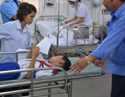 Long An: Sau bữa ăn tại trường, 50 học sinh tiểu học phải nhập viện cấp cứu