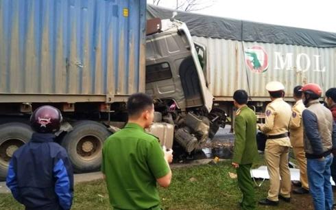 Quảng Trị: Hai xe container đối đầu, một tài xế tử vong