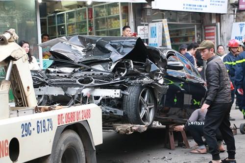 Hà Nội: Ô tô tông 5 xe trên phố Ngọc Khánh, cụ bà bán hàng rong đi bộ tử vong