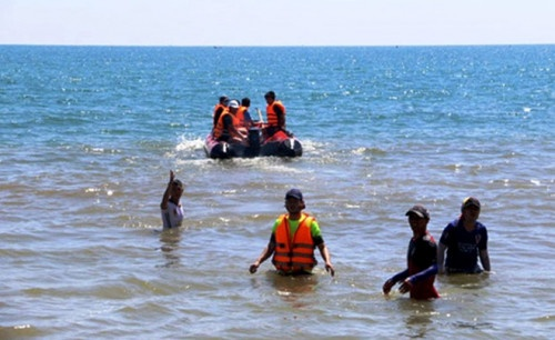 Quảng Ngãi: Lao xuống biển cứu 2 anh em ruột, nam thanh niên mất tích