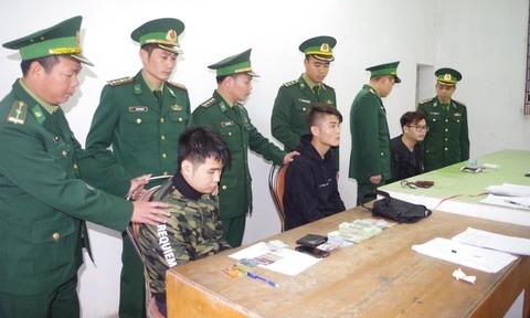 Quảng Ninh: Phát hiện 3 người Trung Quốc dùng thẻ ATM giả để rút tiền