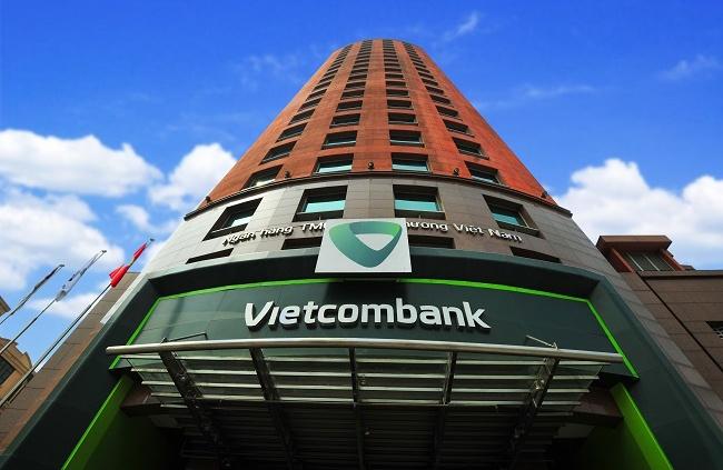 Vietcombank nói gì khi khách hàng phàn nàn mức phí quá cao?