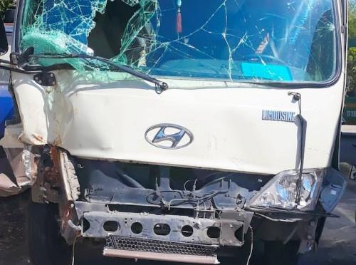 Vĩnh Long: 27 hành khách thoát nạn trong vụ xe khách mất phanh đâm Innova