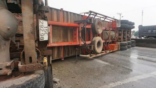 Thanh Hóa: Tai nạn liên hoàn trên quốc lộ 1A, tài xế container tử vong, nhiều người bị thương