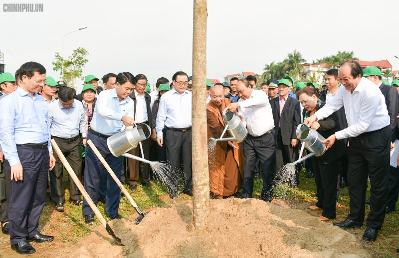 Thủ tướng tham gia 'Tết trồng cây đời đời nhớ ơn Bác Hồ' tại Hà Nội