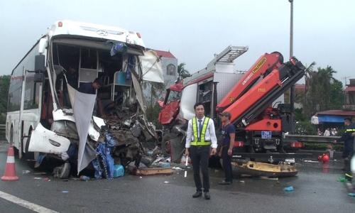 Phó Thủ tướng Thường trực Chính phủ yêu cầu khẩn trương điều tra các vụ tai nạn trên cao tốc Pháp Vân - Cầu Giẽ